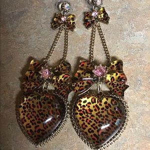 EUC Betsey Johnson leopard print heart earrings